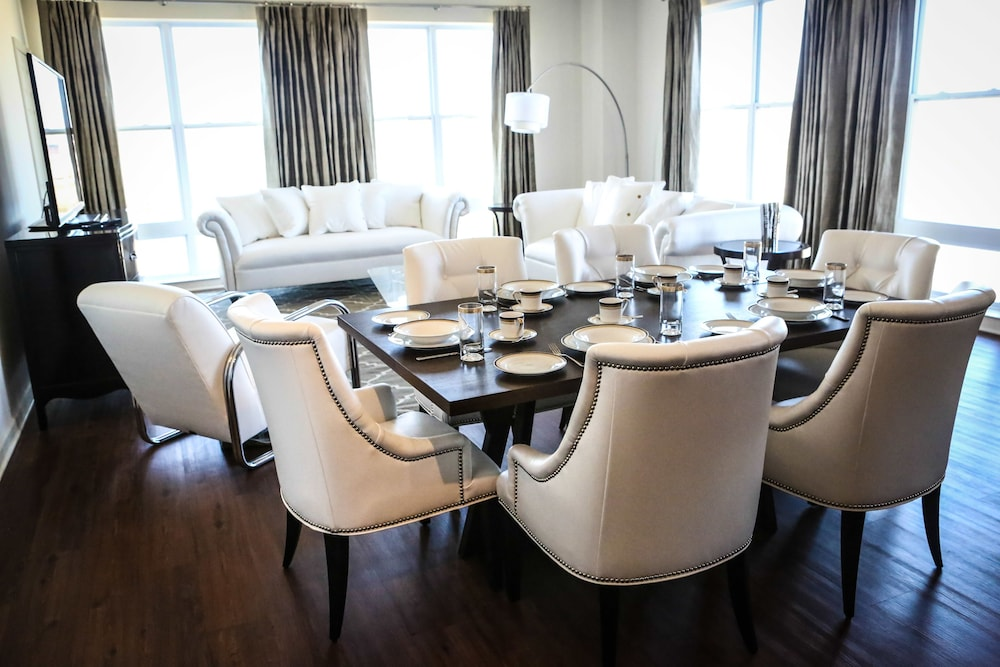 In-Room Dining, The Royal Worthington