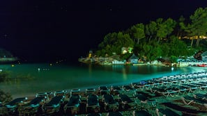 Sulla spiaggia, lettini da mare