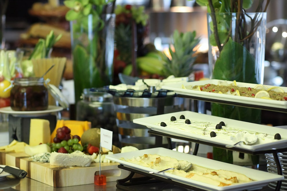Breakfast buffet, Fraser Suites Diplomatic Area Bahrain
