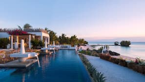 Außenpool, Infinity-Pool, Cabañas (kostenlos), Sonnenschirme