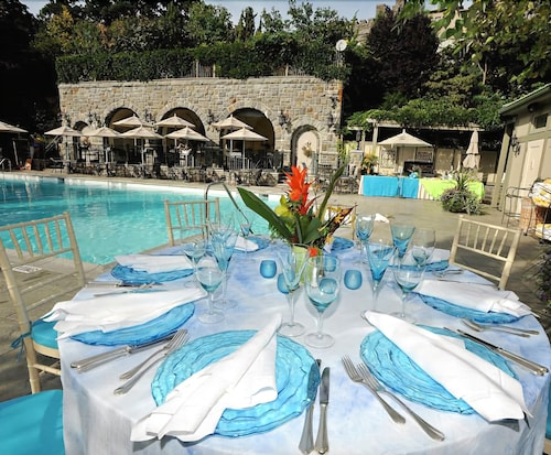 Outdoor Dining, Castle Hotel & Spa