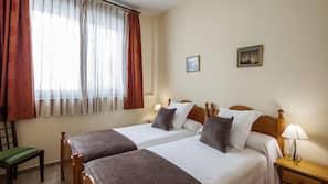 1 bedroom, premium bedding, desk, free cots/infant beds