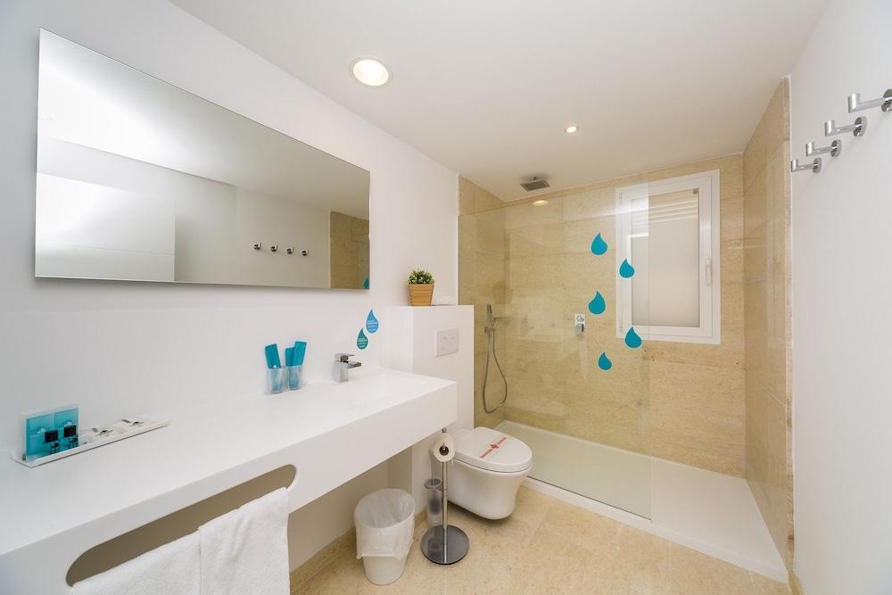 Villas del lago minorca spagna for 3 camere da letto 2 1 2 planimetrie del bagno