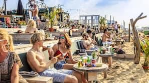 Vlak bij het strand, 20 strandbars