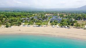 Private beach, white sand, 2 beach bars