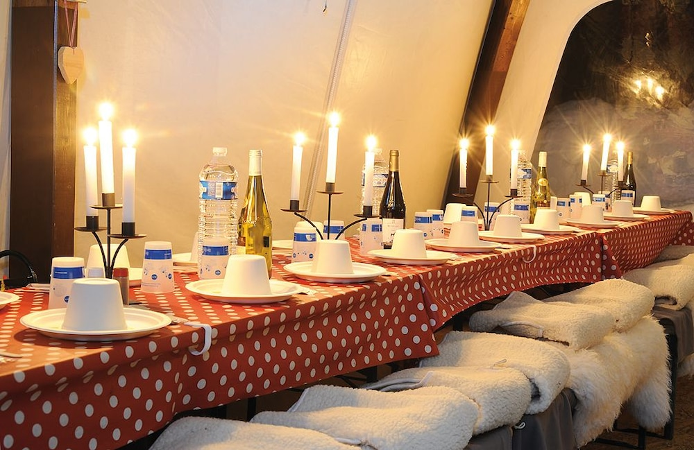 Dining, Eco Bivouac Village D'Igloo - Campground