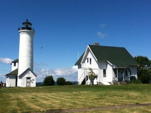 Check Expedia for Availability of HI Tibbetts Point Lighthouse