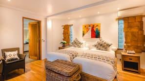 4 bedrooms, in-room safe, desk, cots/infant beds
