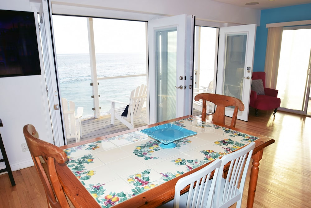 In-Room Dining, Malibu Beach Paradise Apartments