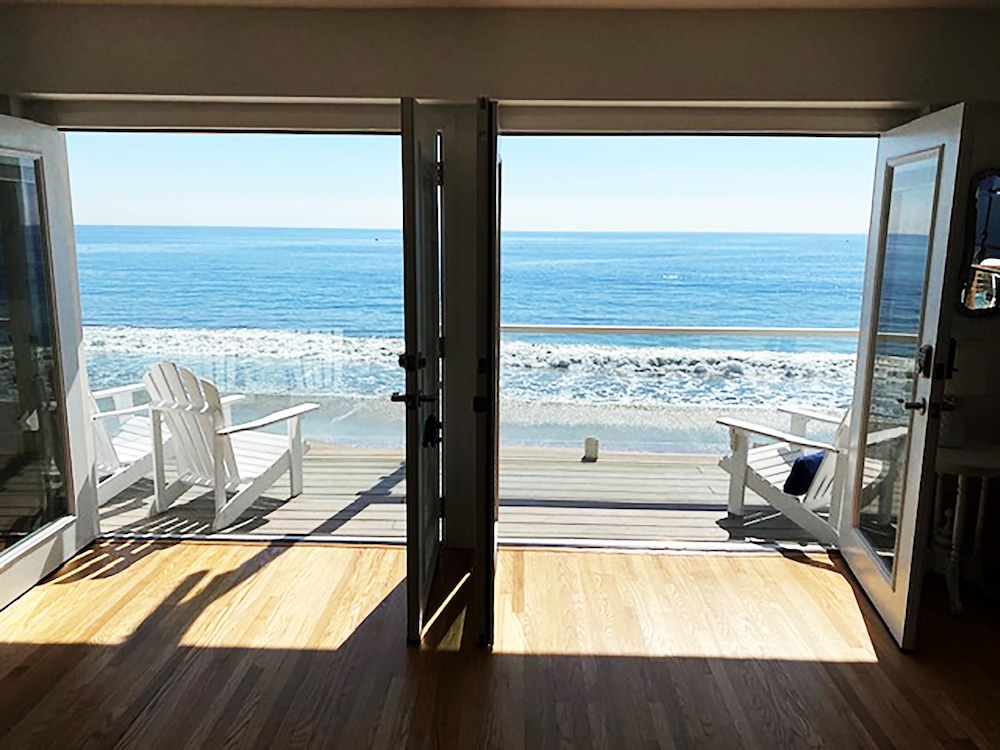 Living Area, Malibu Beach Paradise Apartments