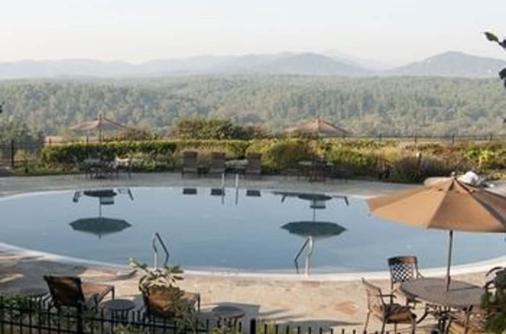 Outdoor Pool, The Inn on Biltmore Estate