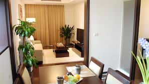 Zimmersafe, Schreibtisch, Bügeleisen/Bügelbrett, kostenloses WLAN