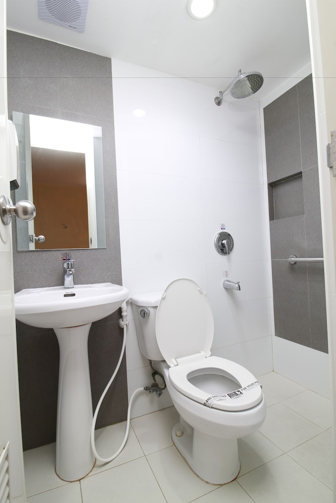Bathroom, Hotel Sogo Alabang Rotonda
