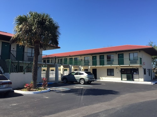 Check Expedia for Availability of Riviera Motel