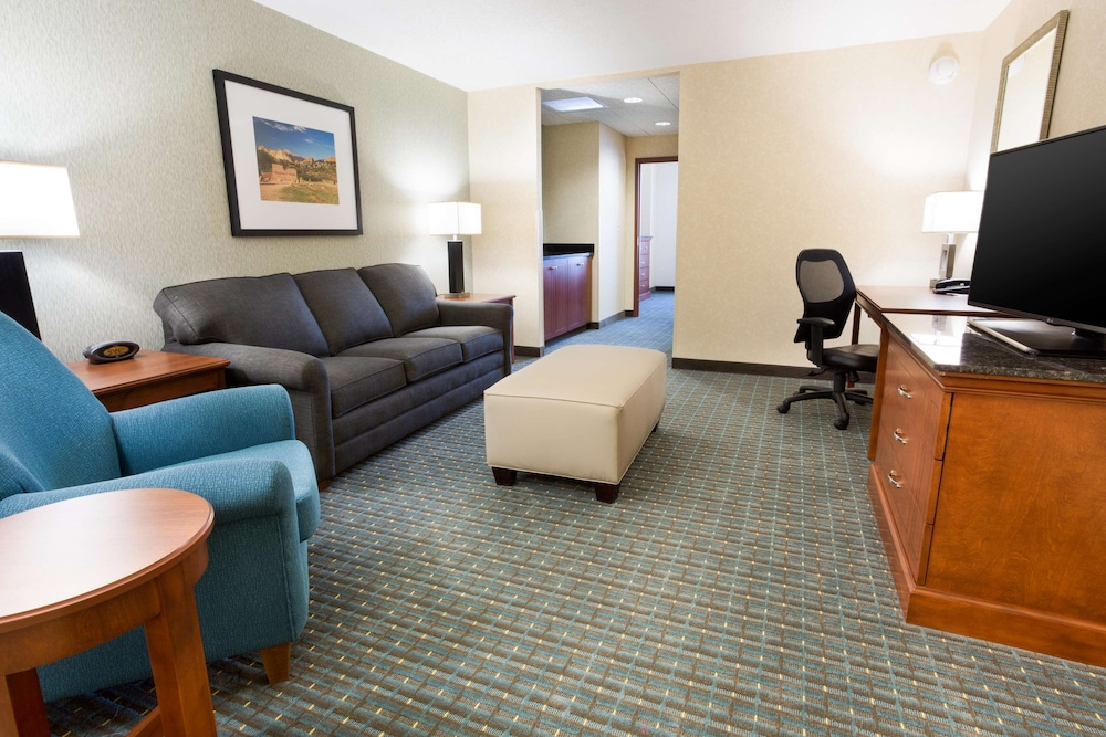Room, Drury Inn & Suites Colorado Springs near the Air Force Academy