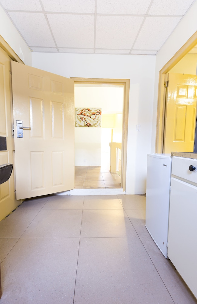 Private Kitchenette, Mustique Suites Curacao