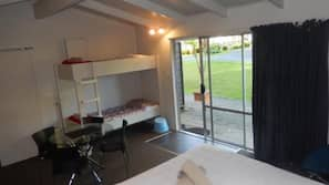 Individually decorated, iron/ironing board, cots/infant beds, free WiFi