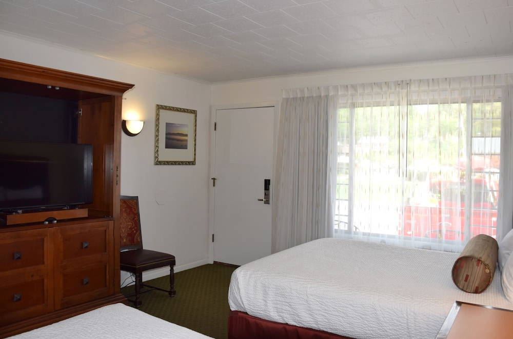 Room, Scotty's Lakeside Resort