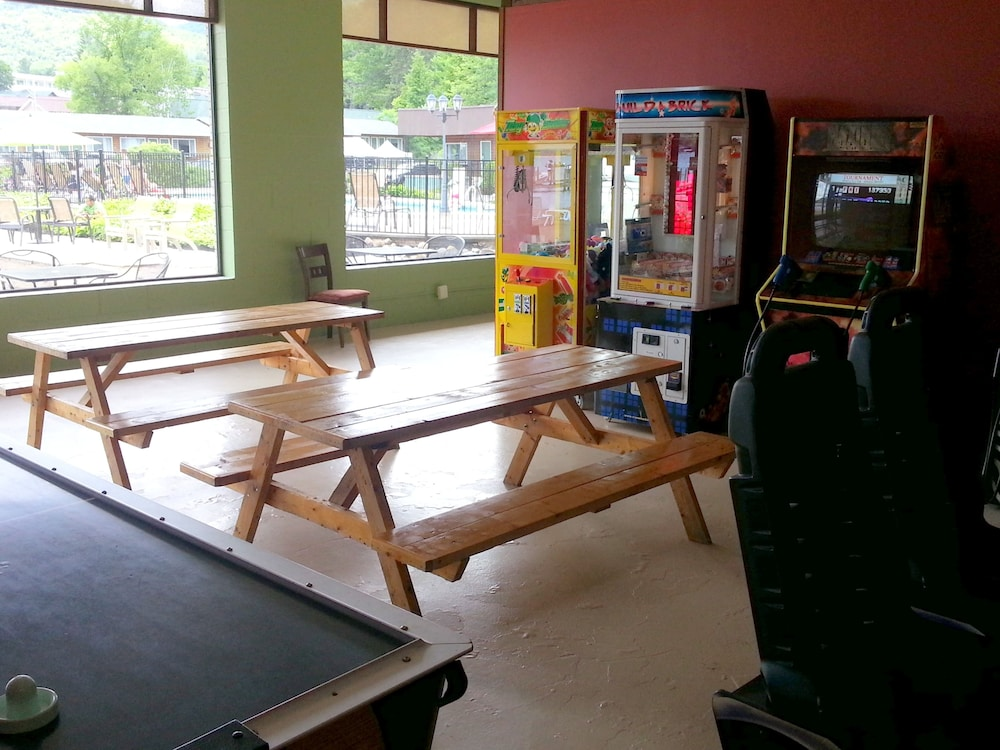 Game Room, Scotty's Lakeside Resort