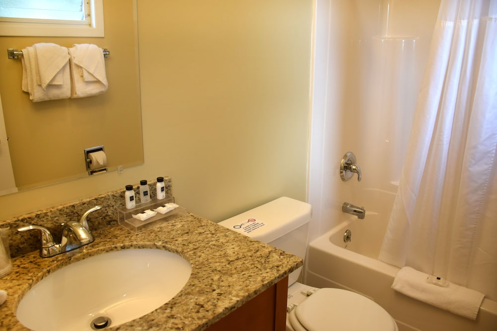 Bathroom, Scotty's Lakeside Resort