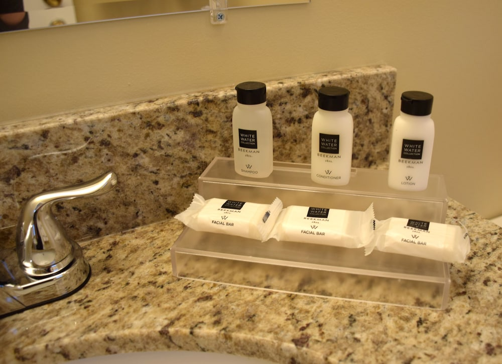 Bathroom Amenities, Scotty's Lakeside Resort