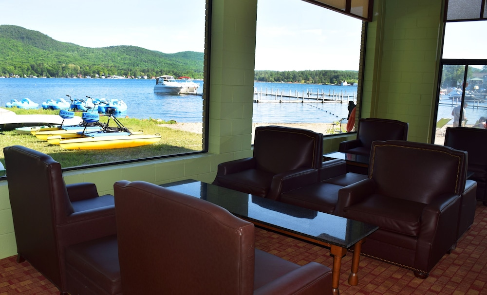 Lounge, Scotty's Lakeside Resort