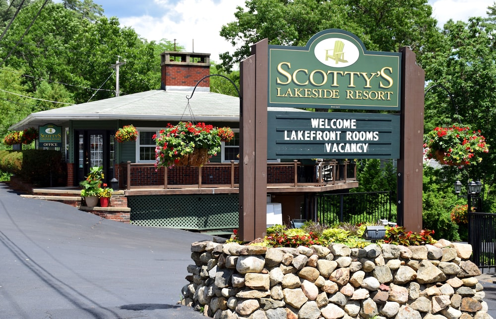 Property Entrance, Scotty's Lakeside Resort