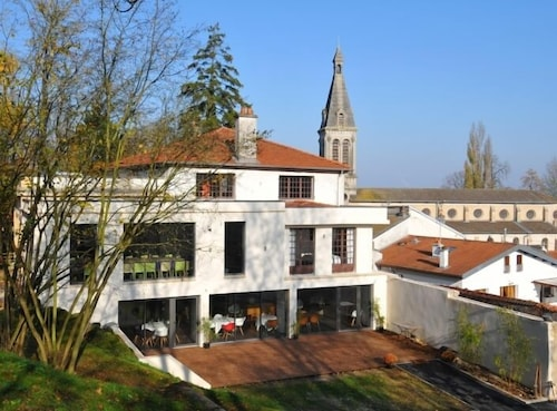 Top 10 Accommodation Near Jardin Botanique Du Montet From Au 62 Wotif
