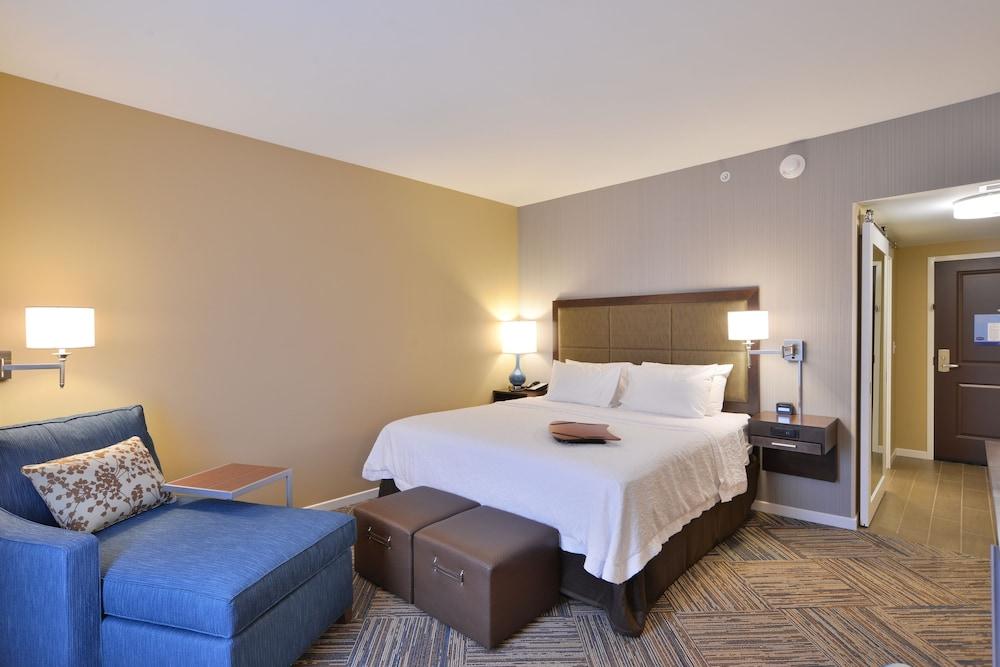 Hampton Inn Amp Suites Chippewa Falls In Eau Claire Hotel