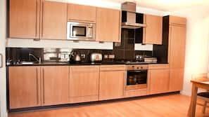大型雪櫃/冰箱、微波爐、爐頭、洗碗碟機
