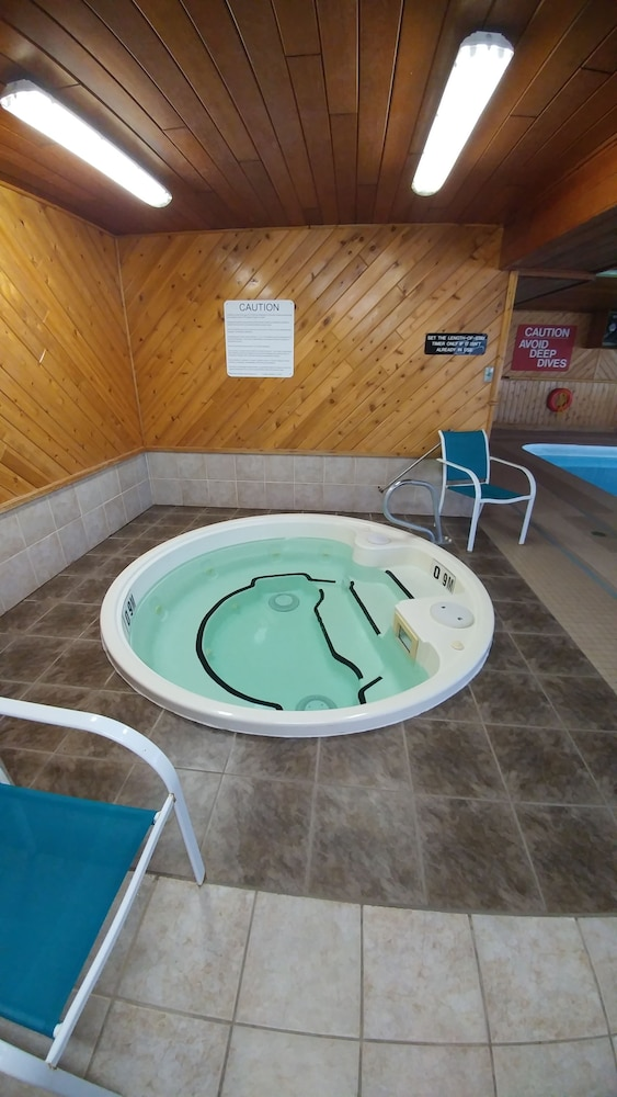 Indoor Spa Tub, Travelodge by Wyndham Port Elgin