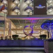 Hotellets fasade – kveld/natt