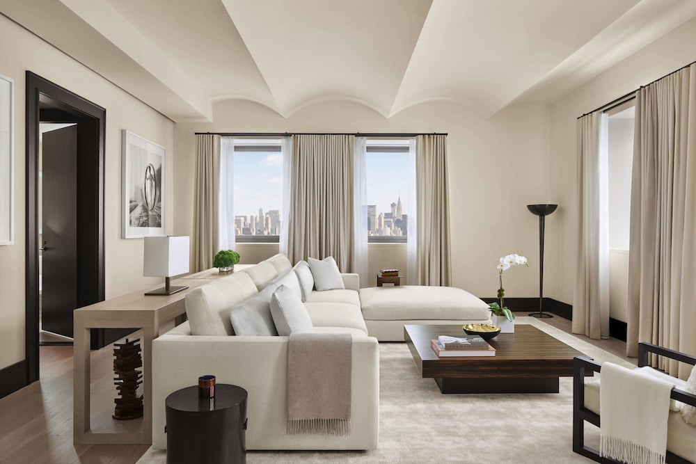 Room, The New York EDITION