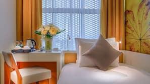 Hochwertige Bettwaren, Daunenbettdecken, Schreibtisch