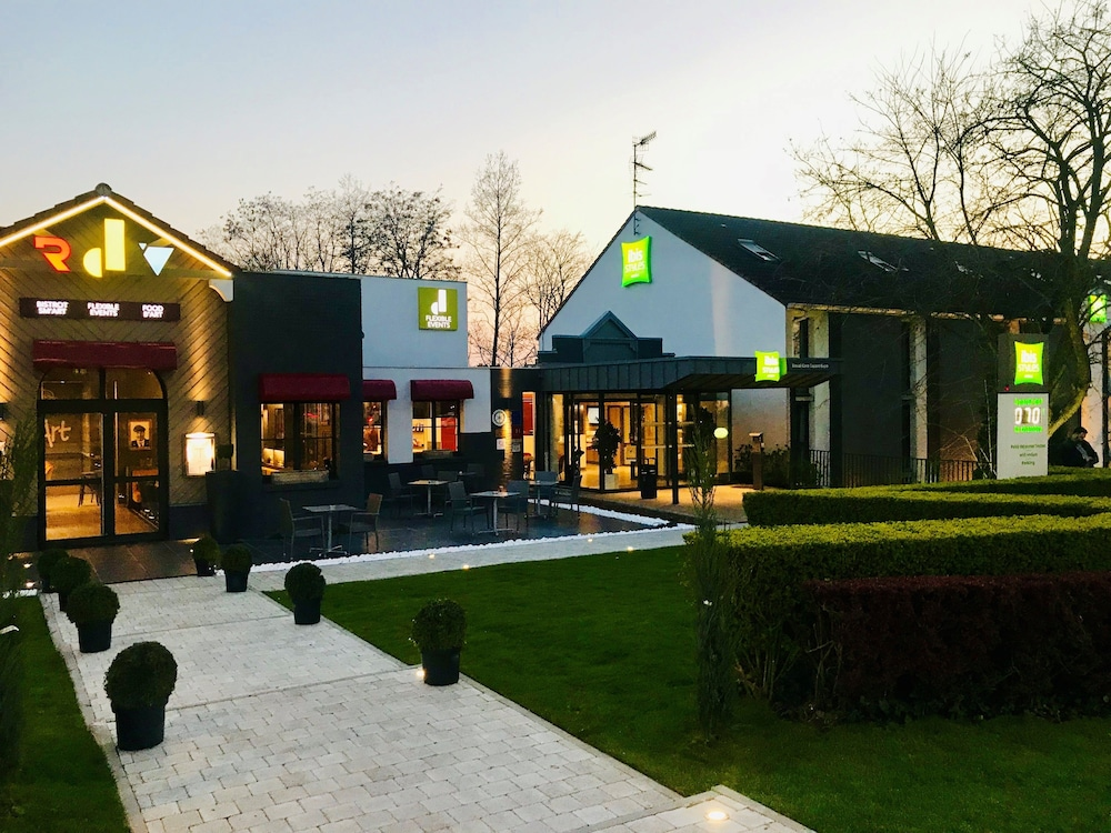 Front of Property - Evening/Night, ibis Styles Douai Gare Gayant Expo