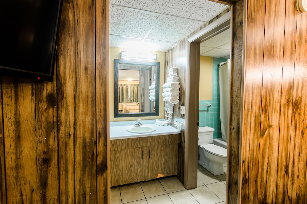 Bathroom, Tennessee Mountain Lodge