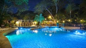 2 piscinas al aire libre, cabañas de piscina gratuitas, sombrillas