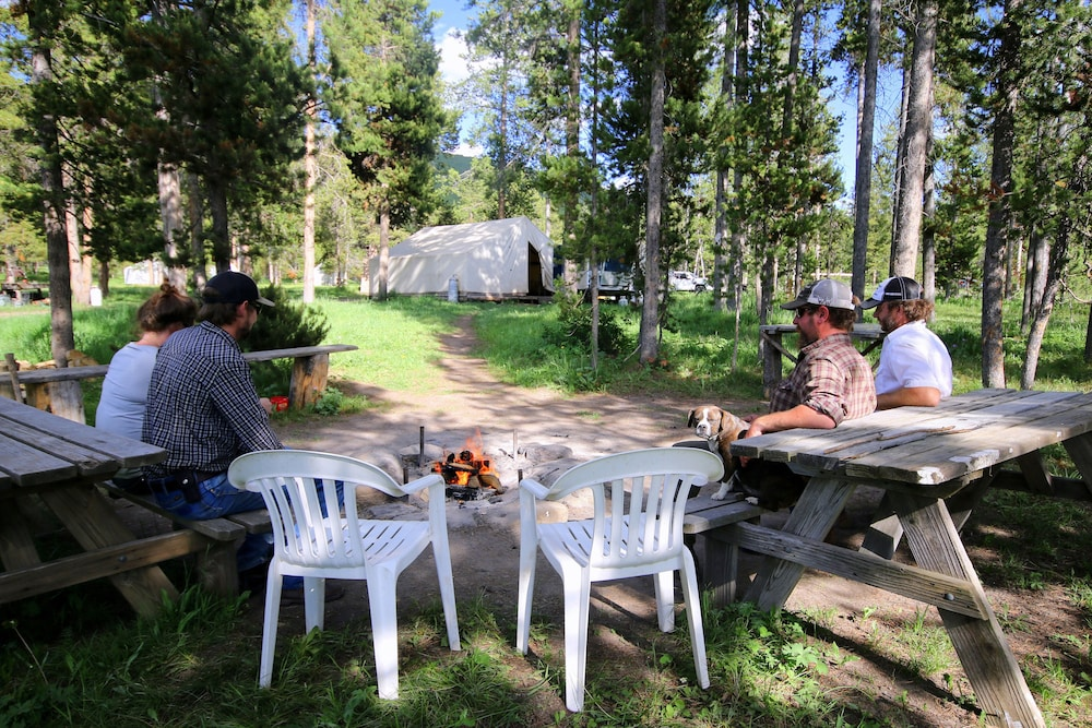 BBQ/Picnic Area, Bedroll and Breakfast - Campground
