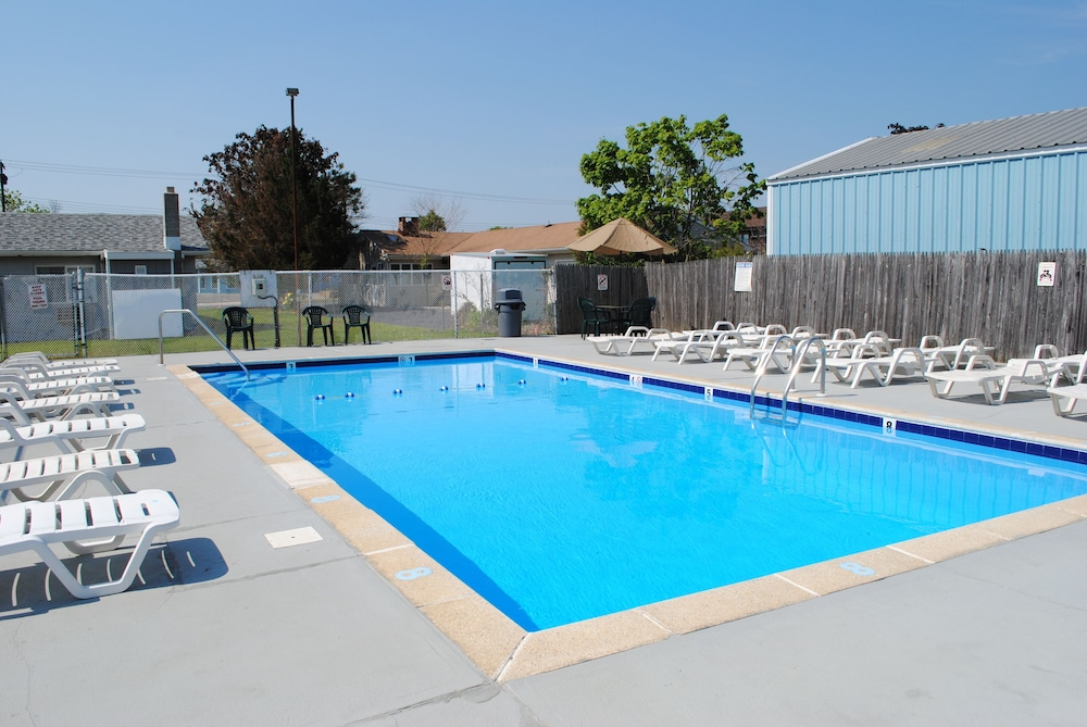 Outdoor Pool, Shore Point Motel