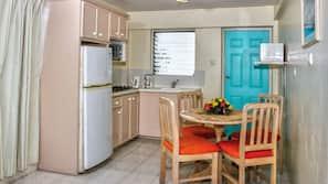 Full-size fridge, microwave, stovetop, coffee/tea maker