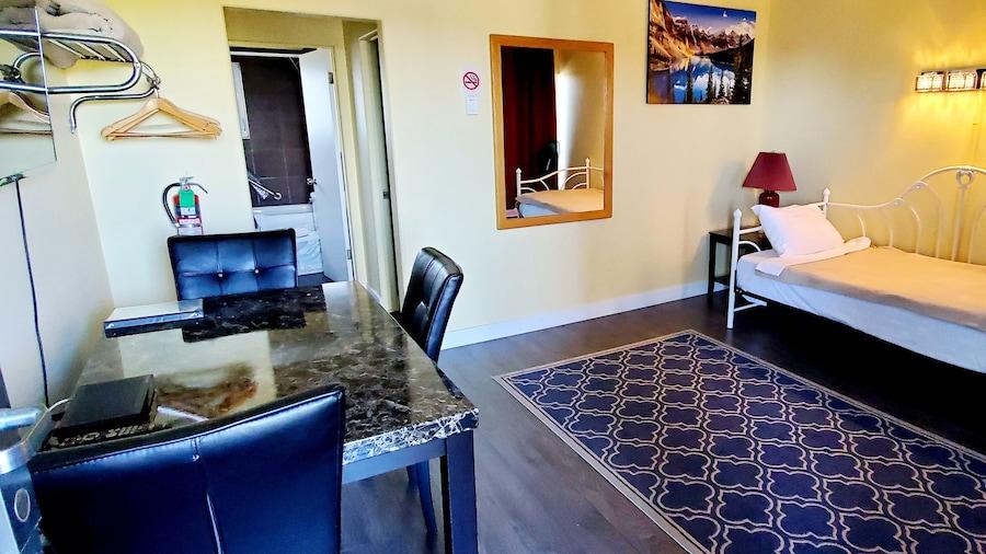 The Port-O-Call Inn & Suites