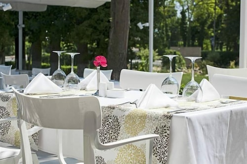 Outdoor Dining, Hotel Melodia