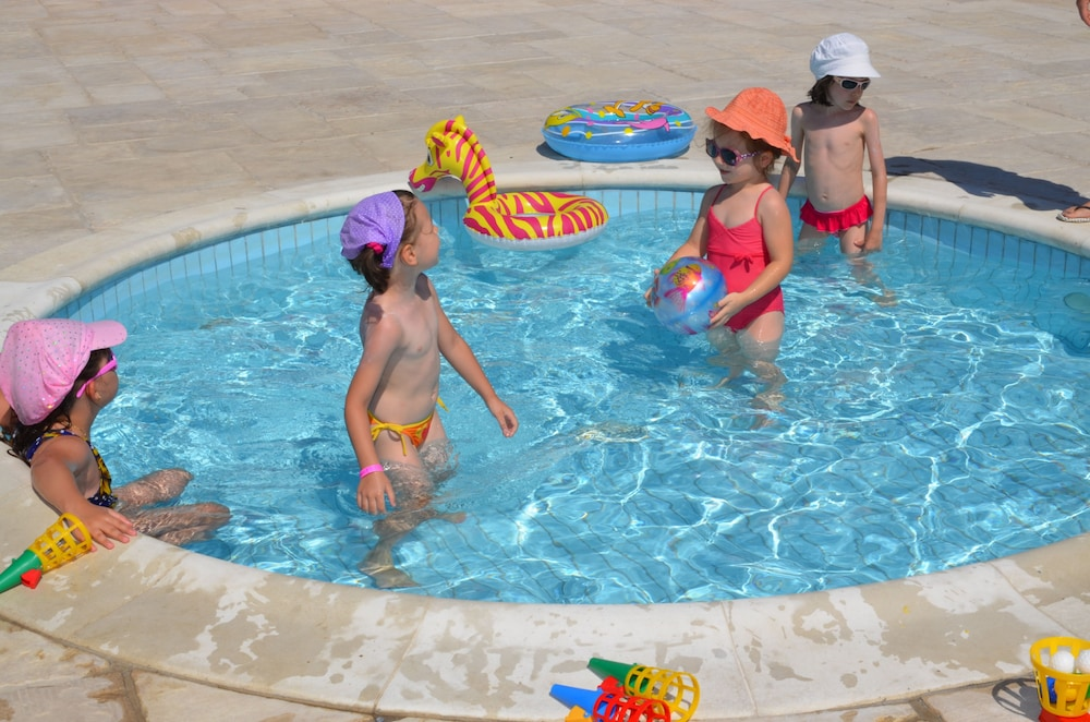 Children's Pool, Hotel Melodia