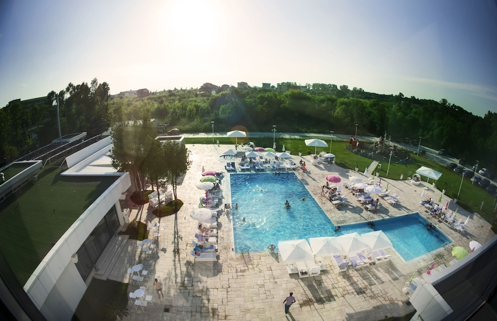 Outdoor Pool, Hotel Melodia