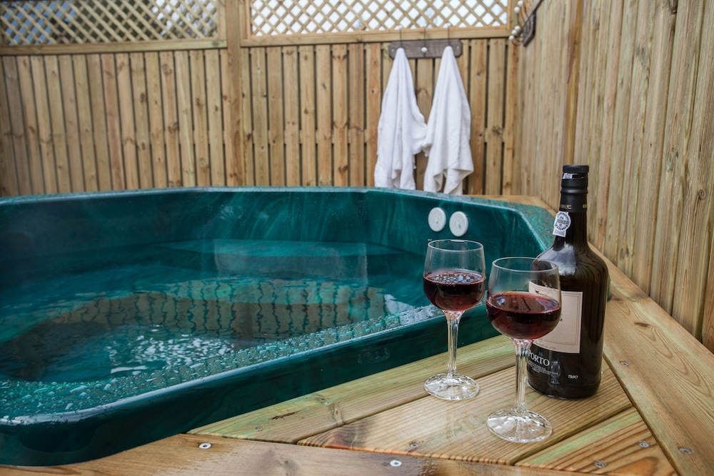 Outdoor Spa Tub, Guesthouse Garun, Skolavellir