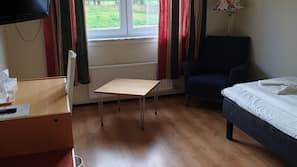 Skrivbord, gratis barnsängar, gratis wi-fi och sängkläder
