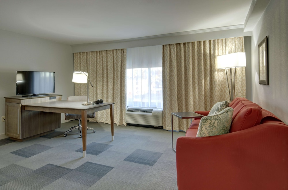 Living Area, Hampton Inn & Suites Springfield / Downtown
