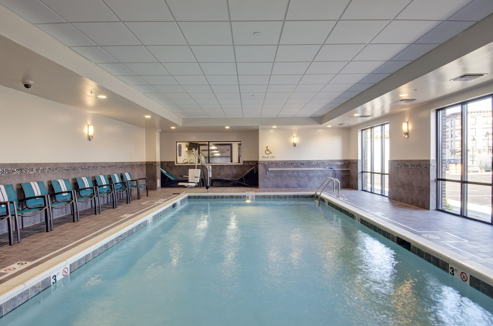 Indoor Pool, Hampton Inn & Suites Springfield / Downtown