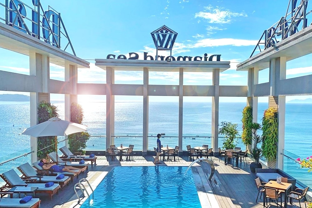 Rooftop Pool, Diamond Sea Hotel