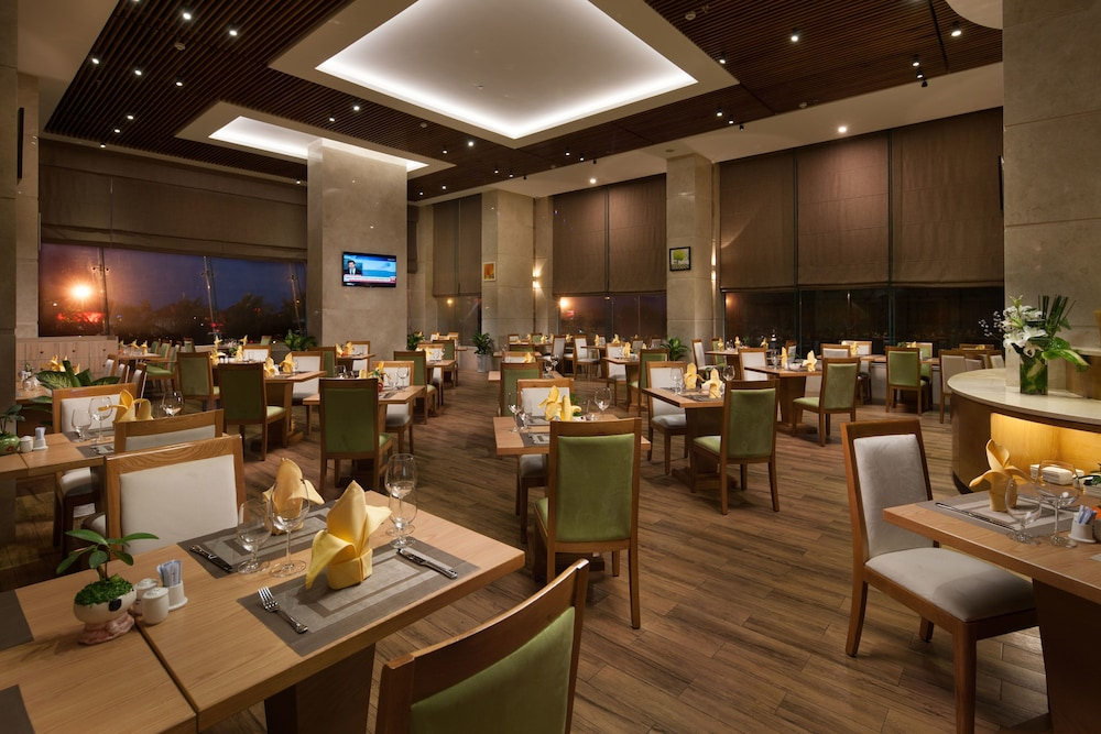 Restaurant, Diamond Sea Hotel